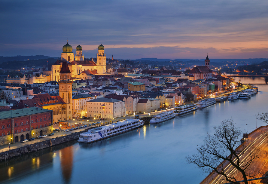 Amedia Express Passau, Stadtansicht am Abend
