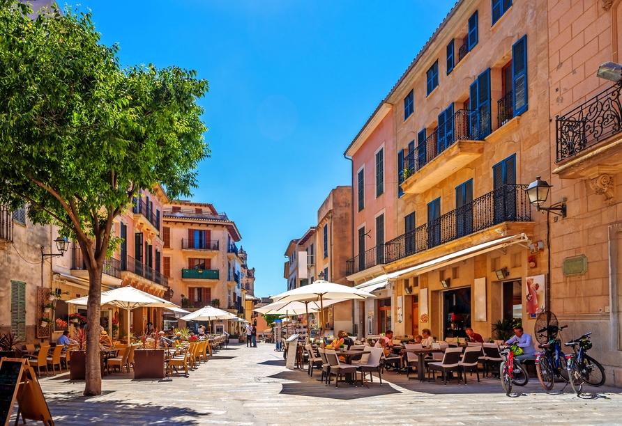 Auch die historische Altstadt von Alcúdia sehen Sie.