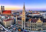 München erwartet Sie mit zahlreichen Sehenswürdigkeiten wie dem prachtvollen Rathaus.