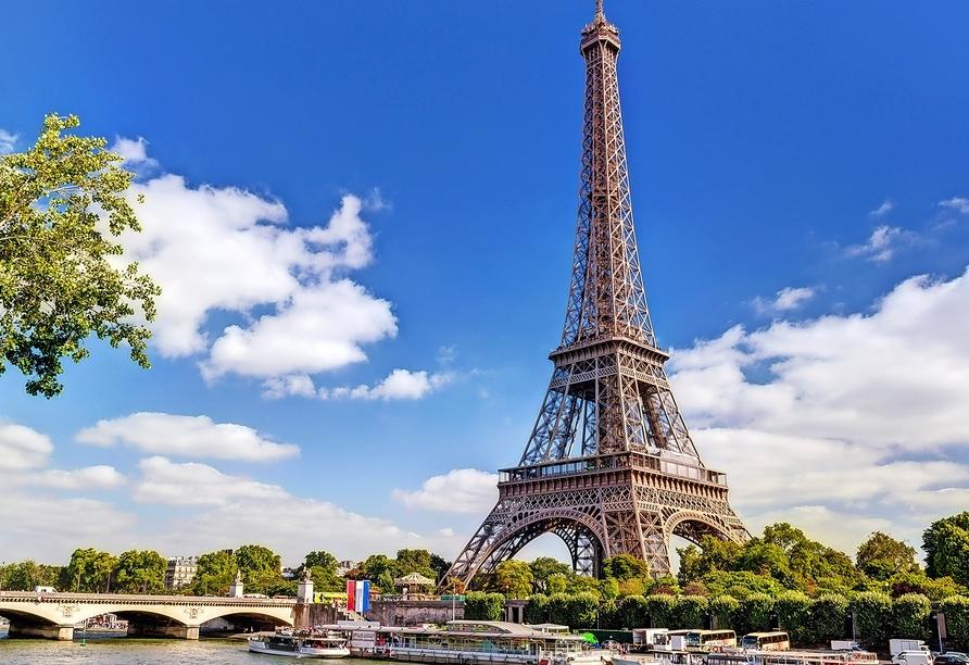 Paris begrüßt Sie mit einzigartigen Sehenswürdigkeiten, wie dem eindrucksvollen Eiffelturm.