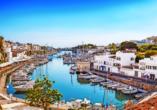 Während Ihres Aufenthaltes besuchen Sie auch die wunderschöne Hafenstadt Ciutadella.