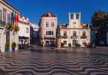 Die Küstenstadt Cascais liegt westlich von Portugal.