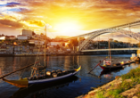 Ein Stadtrundgang in Porto mit anschließendem Besuch einer Weinkellerei ist für Sie bereits inkludiert.