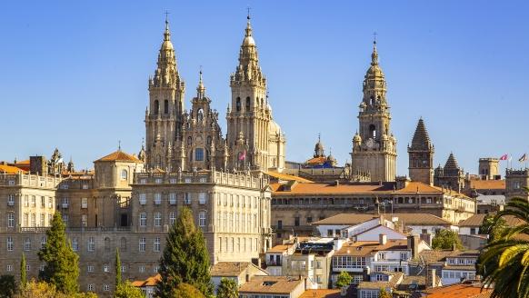 Die prachtvolle Jakobskathedrale in Santiago de Compostela lockt Pilger aus der ganzen Welt an.
