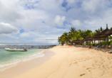 Der Strand direkt an Ihrem Urlaubshotel lockt zu unbeschwertem Badevergnügen.