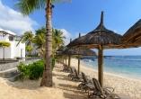 Infinity-Pool, Strand, Sonnenliegen und Meer direkt beieinander – was will man mehr?