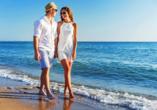 Glückliches Paar am Strand.