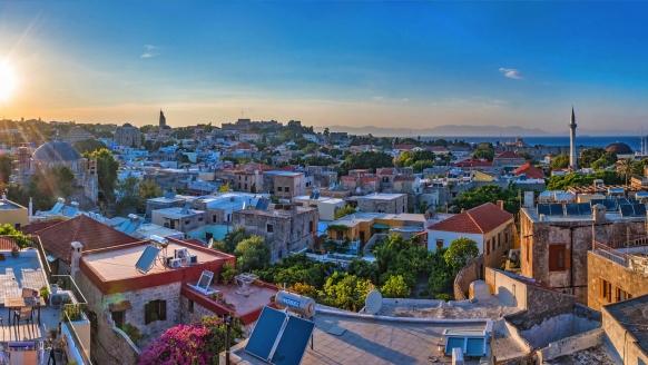 Sonnenuntergang über Rhodos-Stadt.