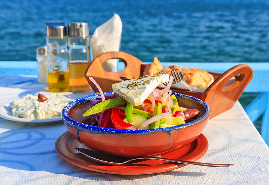 Bunter griechischer Salat.