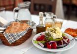 Genießen Sie beispielsweise typisch griechische Salate.