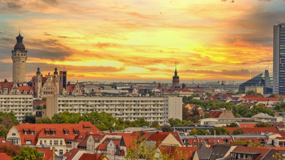Leipziger Stadtpanorama mit Sonnenuntergang.