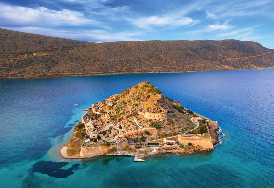 Mit einem Boot fahren Sie zu der Kreta vorgelagerten Insel Spinalonga.