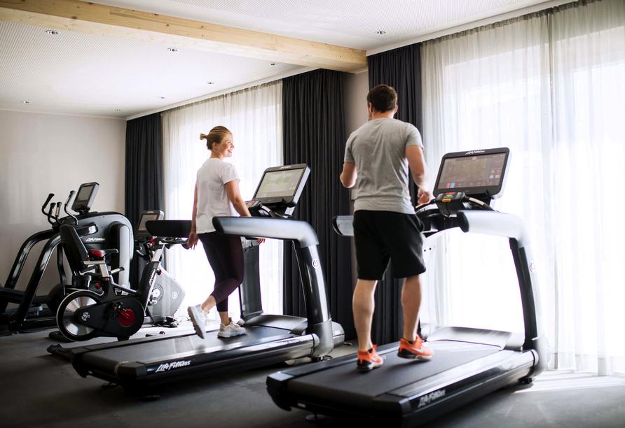 Ein Fitnessbereich mit modernen Geräten steht Ihnen ebenfalls zur Verfügung.