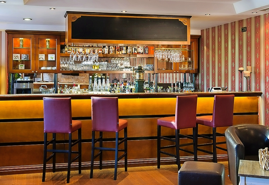 Lassen Sie sich nach einem erlebnisireichen Tag ein kühles Getränk an der Bar schmecken.