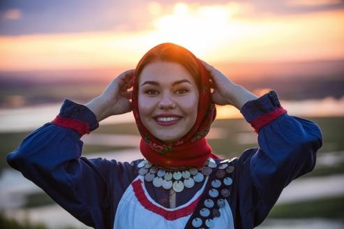 MS Aleksandra, Frau in Tracht