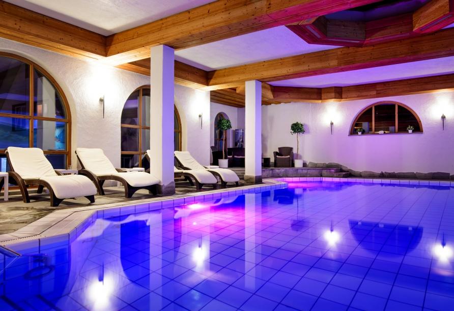 Das Felsen-Hallenbad im Holzschuh's Schwarzwaldhotel in Baiersbronn-Schönmünzach