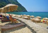 Auf Ischia gibt es auch grandiose Strände, die zu erholsamen Stunden einladen.
