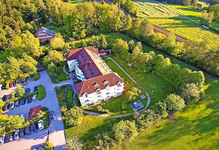 Die Appartementanlage Grolik ist umgeben von Wiesen und Wäldern.