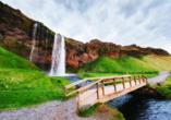 Auch am Wasserfall Seljalandsfoss machen Sie Halt.