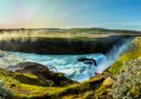 Blick auf den traumhaft schönen Gullfoss Wasserfall