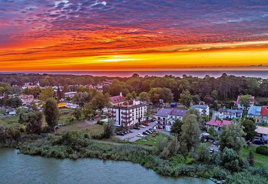 Hotel Emocja Uniescie Polnische Ostsee, Außenansicht Sonnenuntergang