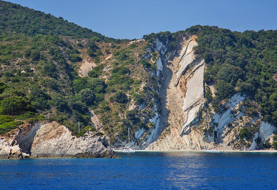 Küstenabschnitt von Ionischer Insel.