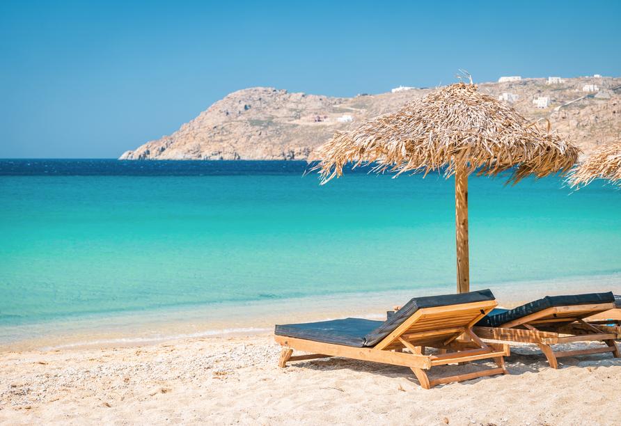 Sonnenanbeter kommen auf Mykonos mit malerischen Stränden wie dem Elia Beach voll auf ihre Kosten.