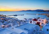 Mit blütenweißen Häusern und traumhaften Stränden verspricht die lebhafte Insel Mykonos eine grandiose Zeit.