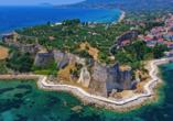 Der Peloponnes begeistert mit eindrucksvollen Sehenswürdigkeiten wie der Festung von Koroni.