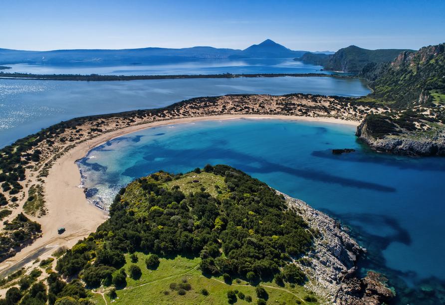 Die Ochsenbauchbucht Voidokilia ist eine der schönsten Badebuchten Griechenlands.