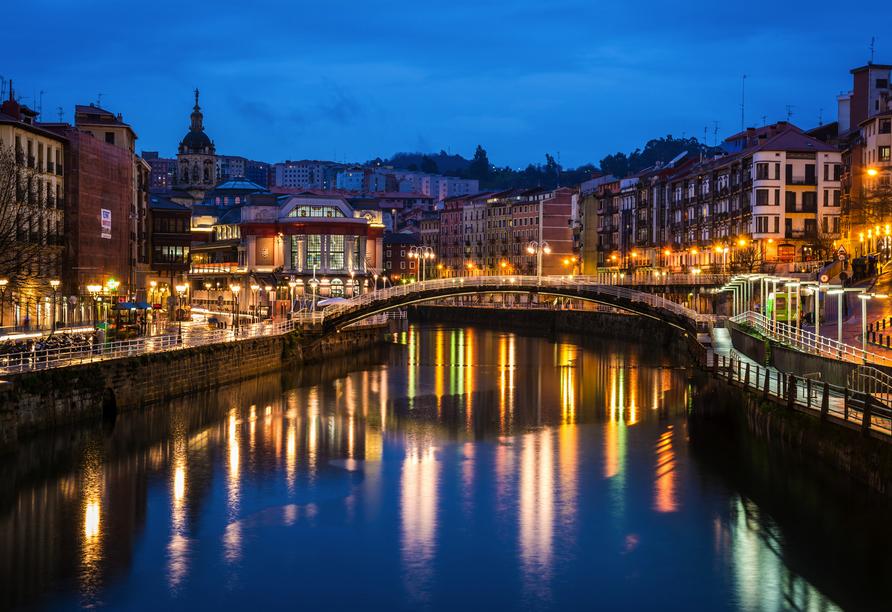 Auch die bunte Stadt Bilbao sehen Sie.
