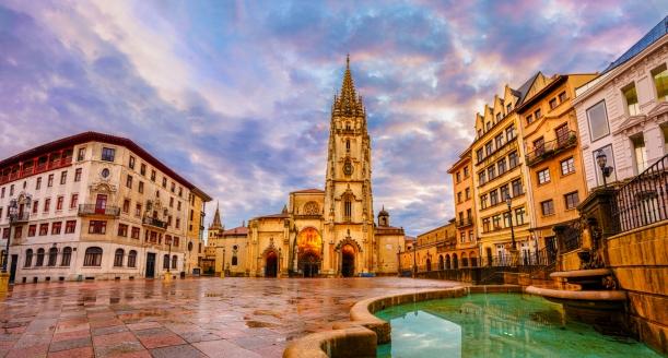 Auch Oviedo, die Hauptstadt Asturiens, begeistert mit einer prächtigen Kathedrale.