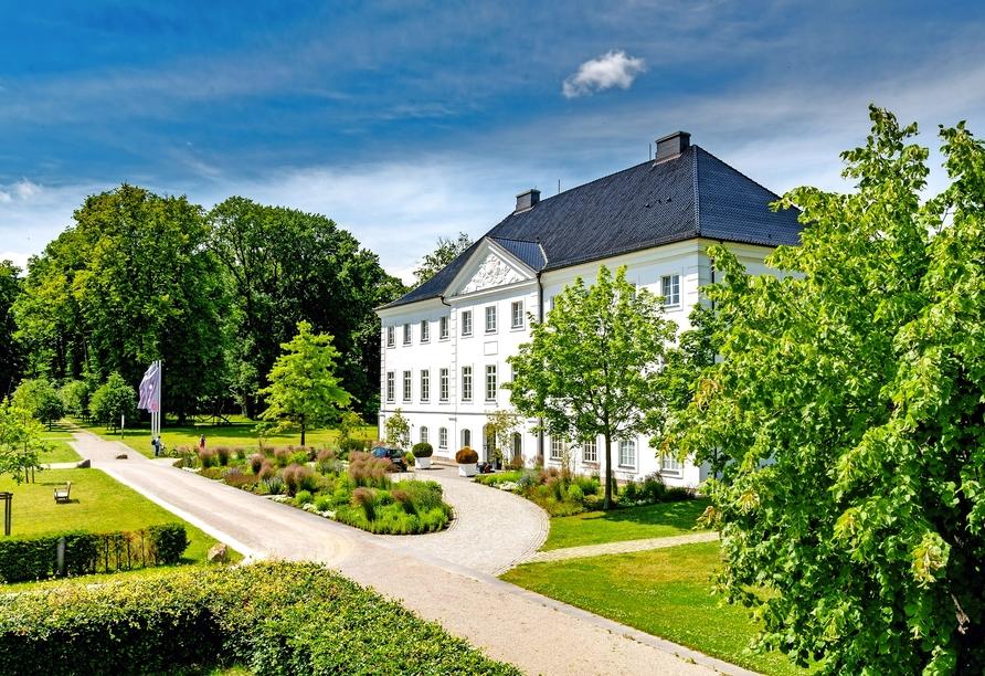Schlossgut Groß Schwansee, Außenansicht