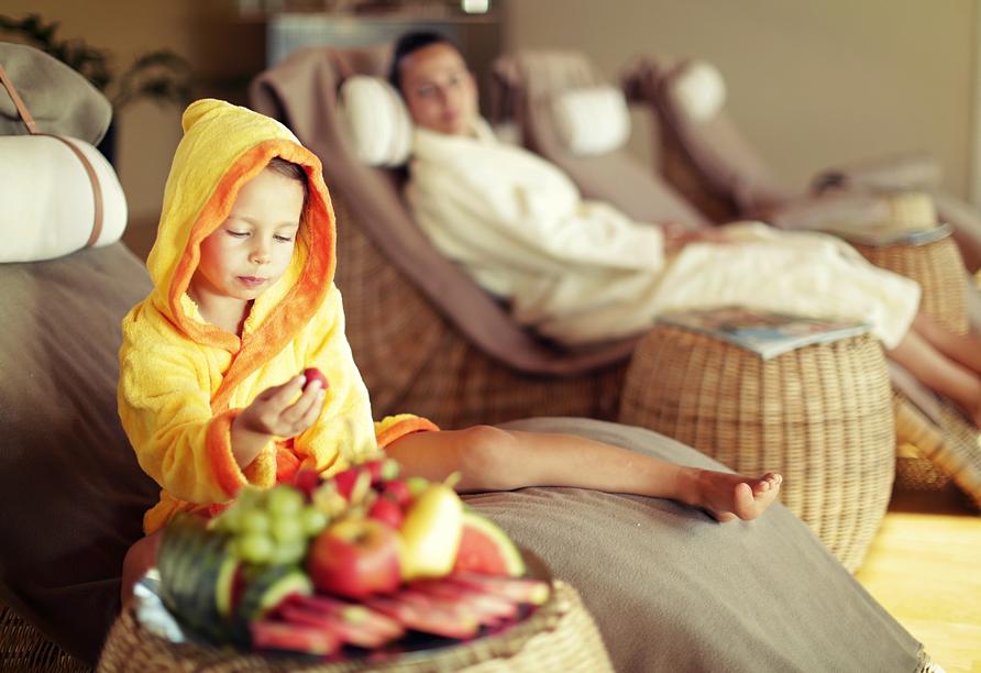 Auch Kinder sind in der Bade- und Saualandschaft willkommen.