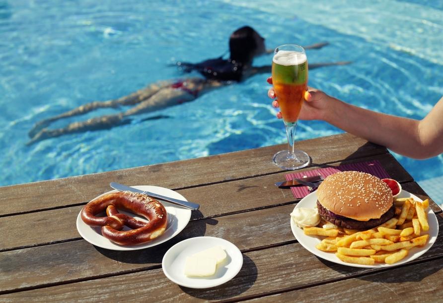 Leckeres Essen aus dem Poolbistro.
