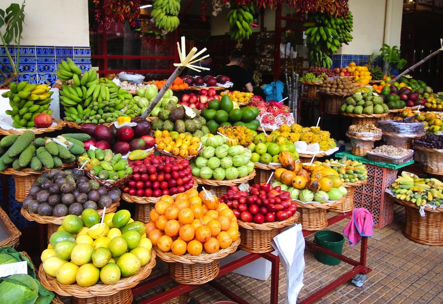 Die Markthalle Mercado dos Lavradores ist mit frischen Früchten und weiteren Leckereien einen Besuch wert.