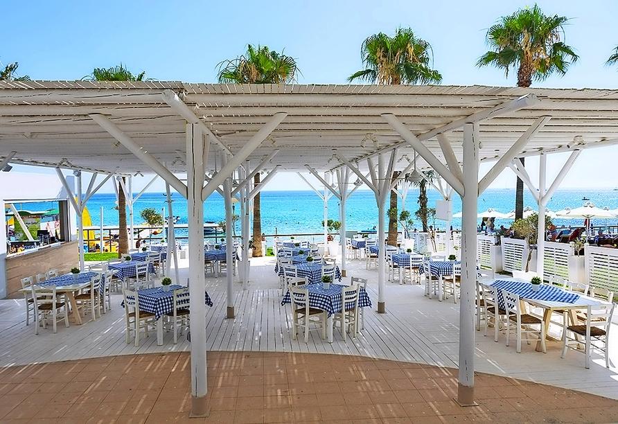 Gastro-Bereich im Constantinos the Great Beach Hotel