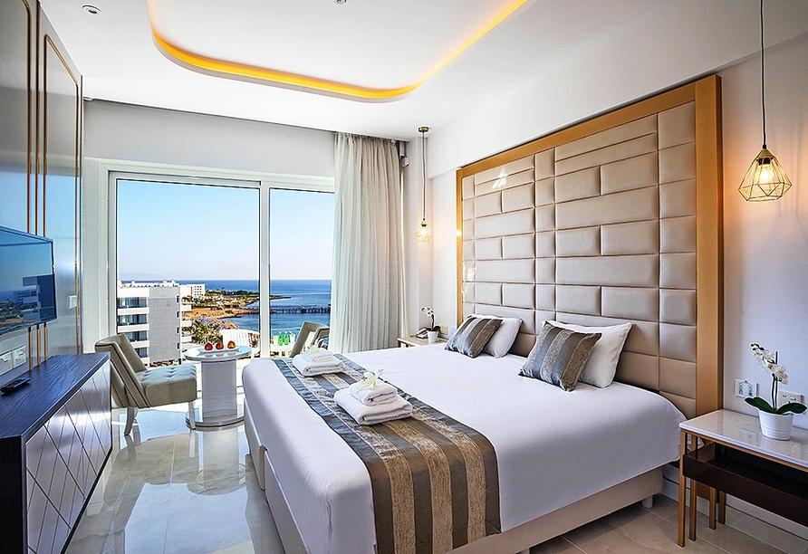 Beispiel eines Doppelzimmers Meerblick im Constantinos the Great Beach Hotel