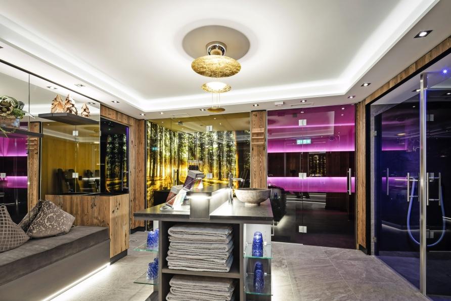 Im neuen Wellnessbereich des Hotels Höttl finden Sie Ruhe und Erholung.