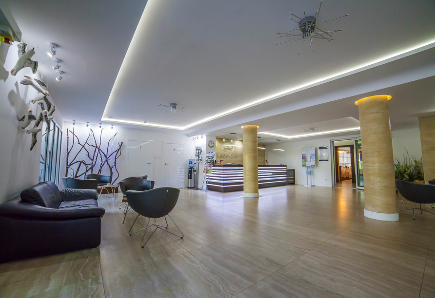 Hotel Jantar Wellness & Spa in Stolpmünde, Rezeption