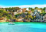 Der charmante Hafenort Porto Cristo begrüßt Sie mit einer traumhaften Badebucht.