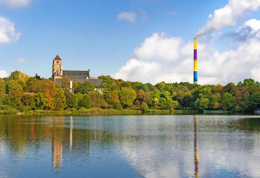 AMBER HOTEL Chemnitz Park, Schlosskirche und Schornstein Chemnitz