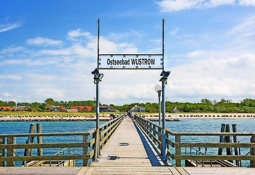 Die Seebrücke Wustrow ist nur rund 200 m entfernt.