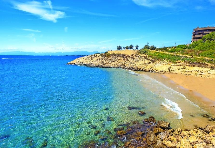 Genießen Sie pure Erholung an den Stränden der Costa Dorada.