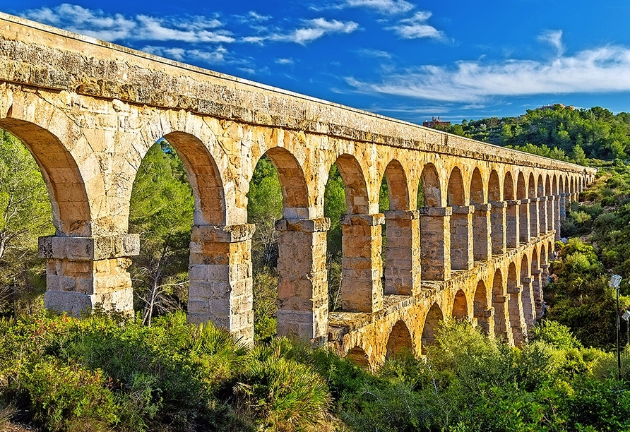 Besuchen Sie die eindrucksvolle Teufelsbrücke in Tarragona.