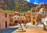 Die Kleinstadt Monemvasia wurde in 300 m Höhe auf einem Felsen erbaut.