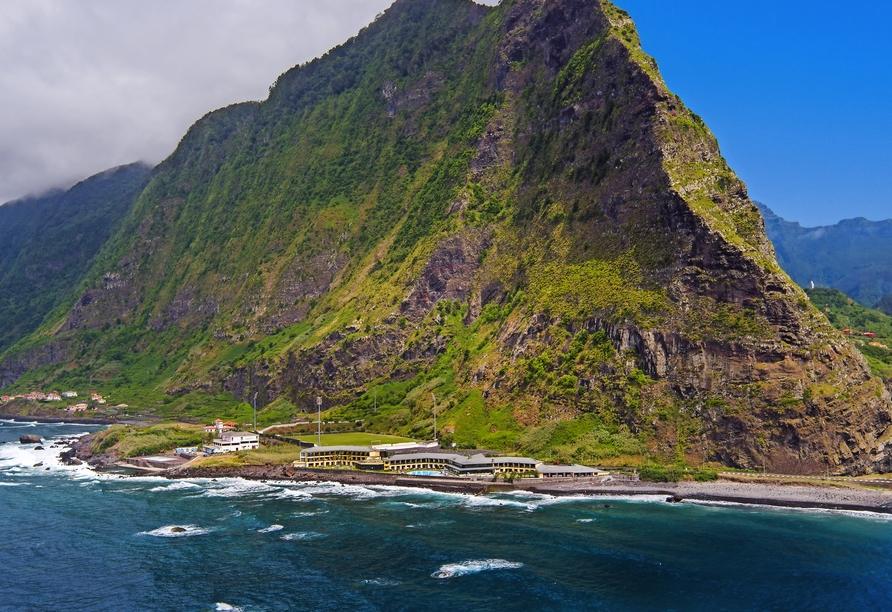 Das Hotel Estalagem do Mar erwartet Sie in spektakulärer Lage.