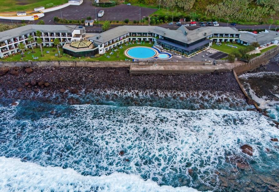 Das Hotel Estalagem do Mar liegt direkt am Meer.
