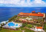 Ihr Hotel liegt auf einer Klippe direkt am Meer.