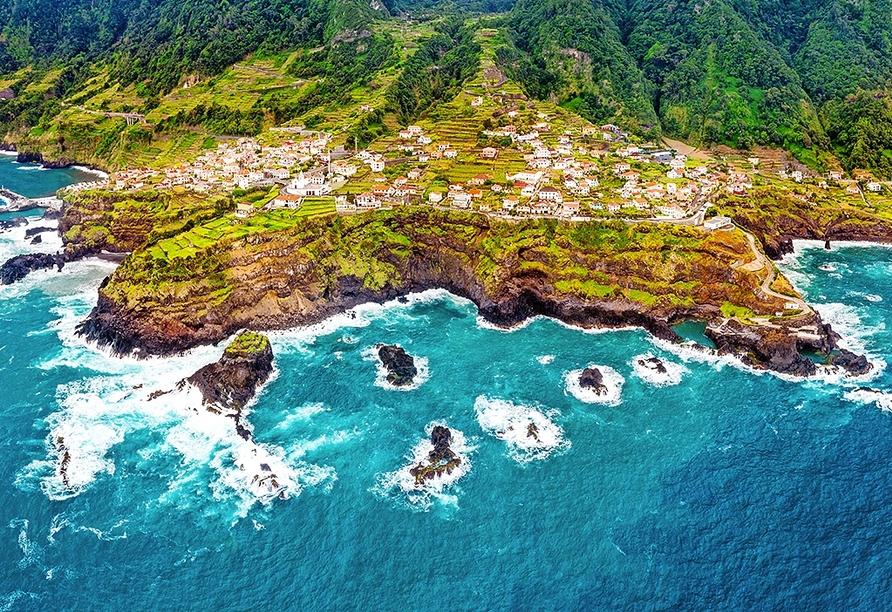 Unternehmen Sie einen Ausflug in das idyllische Küstendorf Seixal.